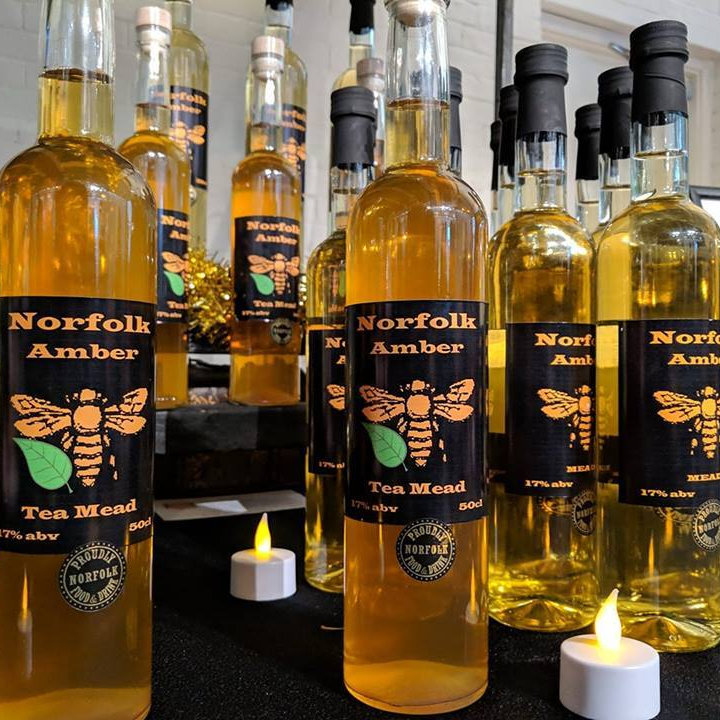 Norfolk Amber Mead - Quality local mead brewed in the heart of Norfolk using beautiful Norfolk and regional honey. New varieties of mead available. - Deepdale Christmas Market at Dalegate Market | Shopping & Cafe - Friday 3rd to Sunday 5th December 2021 2019 - Christmas shopping for presents, decorations and great food & drink from 130+ stalls in large marquees around the Dalegate Market shops & café and in St Marys Church at the Deepdale Christmas Market, North Norfolk Coast
