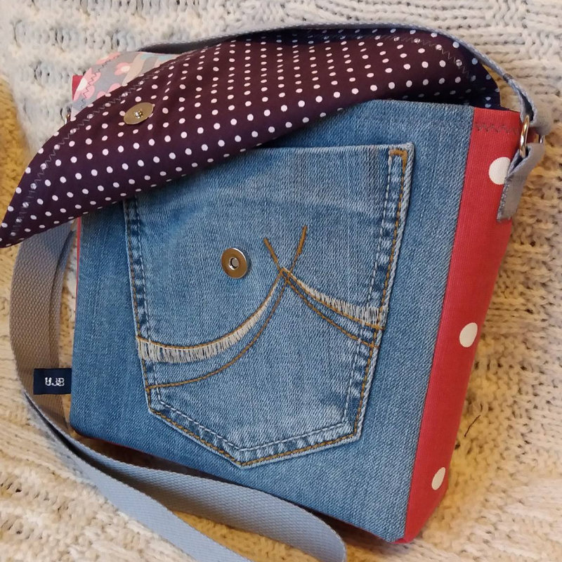 Unique Jeanious Bags - Unique handmade bags and other items made from upcycled jeans and other great fabrics. Each bag is unique and handmade in North Norfolk. - Deepdale Christmas Market at Dalegate Market | Shopping & Cafe - Friday 1st, Saturday 2nd & Sunday 3rd December 2017 - Christmas shopping for presents, decorations and great food & drink from 120+ stalls in large marquees around the Dalegate Market shops & café and in St Marys Church at the Deepdale Christmas Market, North Norfolk Coast